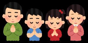 仏壇に合掌する家族